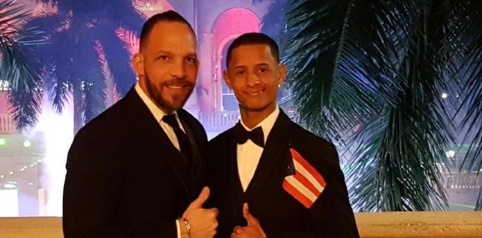 El jinete Luis Ocasio, derecha, posa junto a su agente Gersom Rodríguez, Jr. en la ceremonia de la entrega de Premios Eclipse luego de ser seleccionado como el mejor aprendiz de Estados Unidos durante el año pasado. (Suministrada)