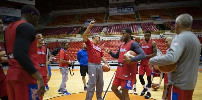 El técnico del Equipo Nacional Eddie Casiano dijo que en los fogueos Puerto Rico no ha mostrado todas sus estrategias de juego sino más solo ha buscado acomplamiento. (Archivo)