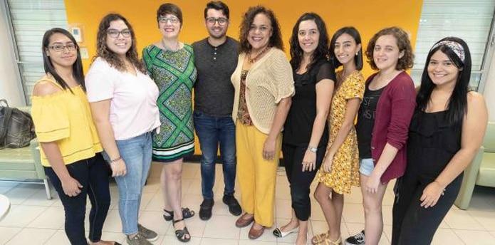 Los alumnos del RUM entrevistaron a vecinos, familiares y desconocidos para desarrollar el proyecto. (Para Primera Hora / Jorge A. Ramírez Portela)