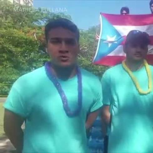 Estos jóvenes regalan 15,000 botellas de agua durante la marcha nacional