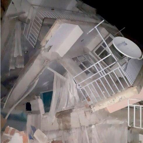 Destrozos en Turquía tras terremoto de 6.8
