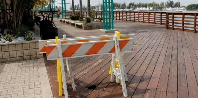 El paseo tablado no es lo único que necesita reparación. El área de juegos para niños tiene estructuras rotas. (michelle.estrada@gfrmedia.com)